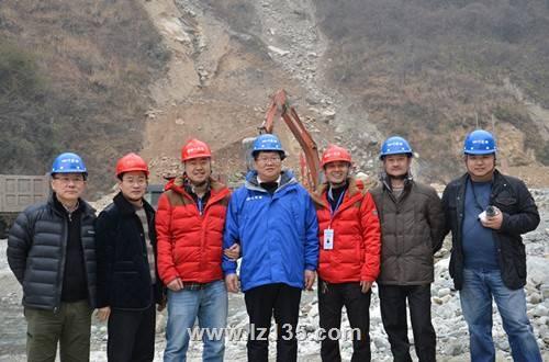 副局长王永奎一行到一三五队桃关沟泥石流治理项目部检查指导工作并慰问一线职工