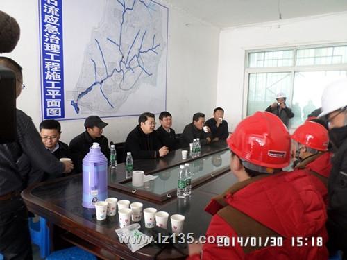 省国土资源厅副厅长徐志文一行慰问一三五队桃关沟泥石流治理项目部工作人员