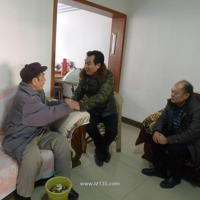 局离退休处处长贾勇、一三五队党委副书记岑学农看望慰问抗战老兵