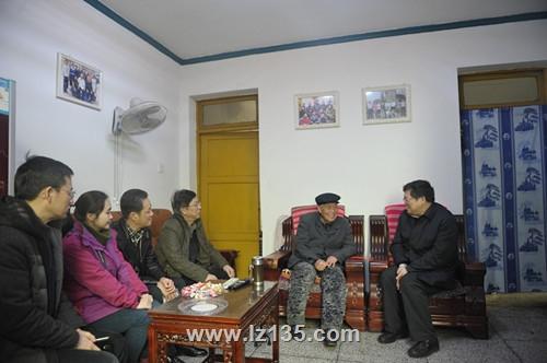 副局长王永奎一行到一三五队慰问困难职工及退休老干部