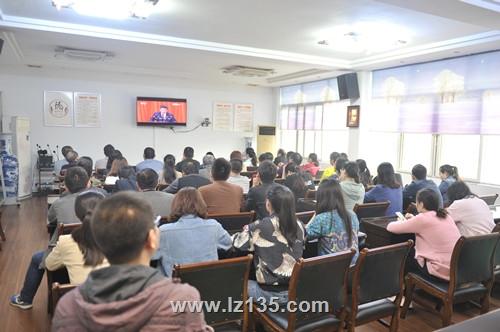 一三五队工会、团委组织团员、青年职工收看纪念红军长征胜利80周年大会现场直播