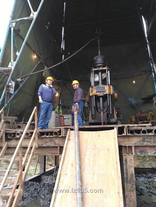 局地勘处处长肖建新到一三五队页岩气盐地1井项目检查指导工作