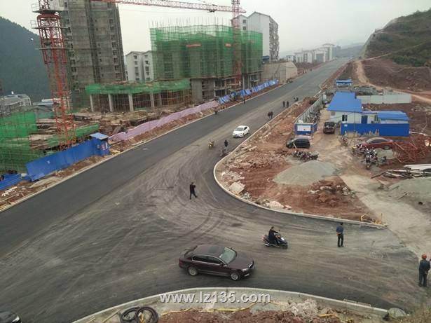 古蔺县县城第二通道道路一期工程沥青路面铺筑完成