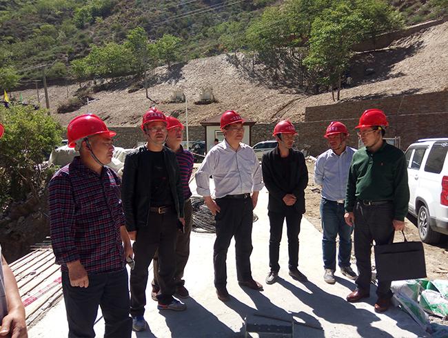 副局长王永奎到一三五队丹巴县甲居游客集散中心工程项目检查指导工作