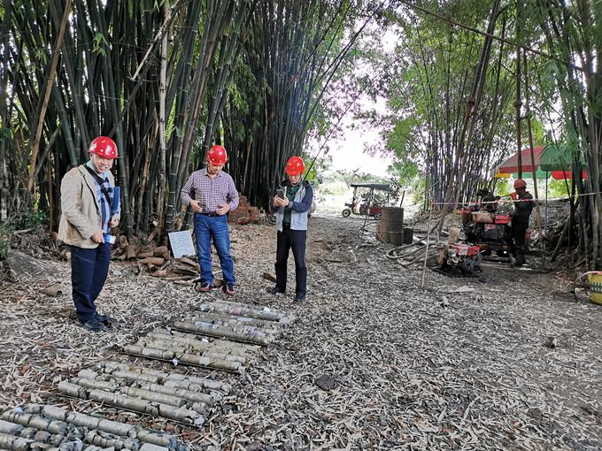 一三五党委书记、队长戴敬儒一行到蒲江项目部检查指导工作