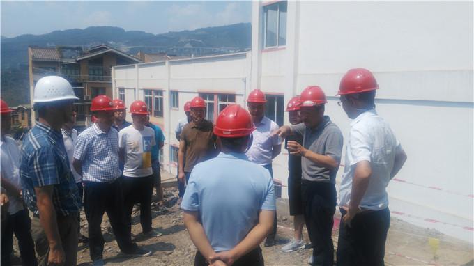 古蔺县委副书记、县长陈廷俊一行到我队二郎黄金坝商品房建设项目检查指导工作
