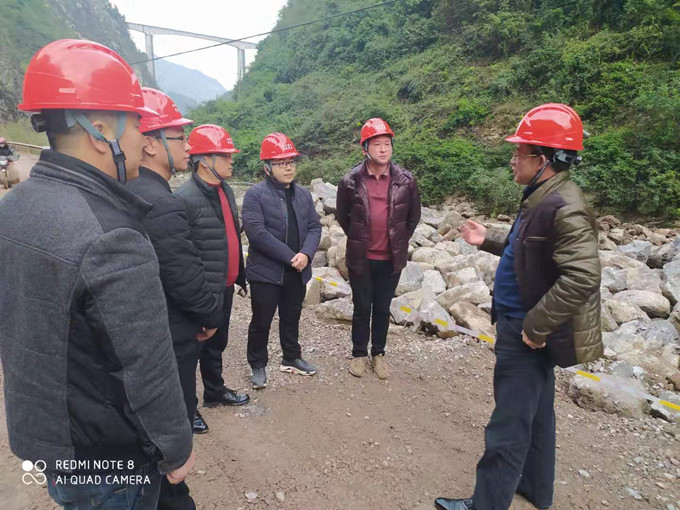 一三五队党委书记、队长戴敬儒到古蔺县重点扶贫农村公路改建工程项目检查指导工作
