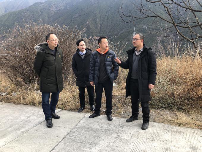 一三五队副队长、总工程师何青云赴九龙县开展驻村干部轮换暨脱贫攻坚调研