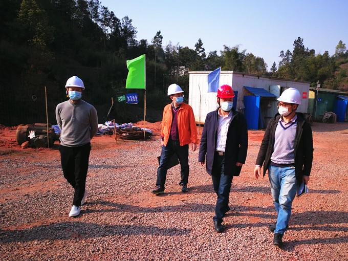 一三五队党委书记岑学农一行到宜宾邱场项目检查指导疫情、安全和质量工作
