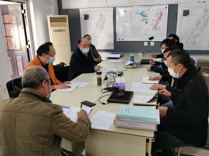 一三五队党委书记岑学农一行到龙泉山地质调查项目部召开防疫、质量、安全工作会