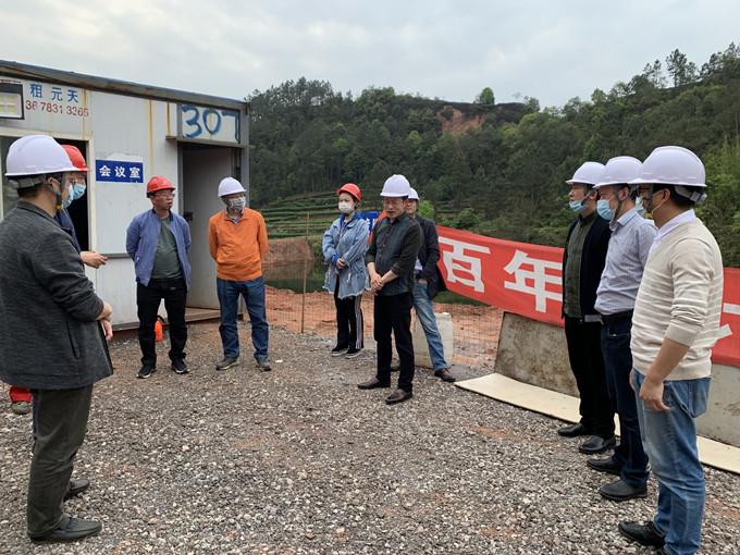 一一三五队队长戴敬儒一行到宜宾邱场项目检查指导工作